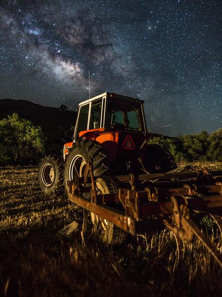 Descanso Tractor Milky Way shot Web-3.jpg