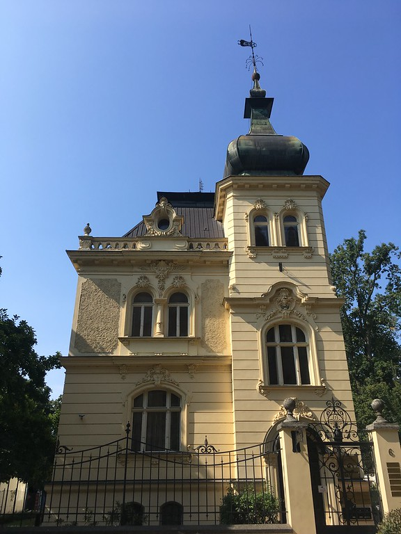 20 Things to do in Olomouc Czech Republic - Old villas