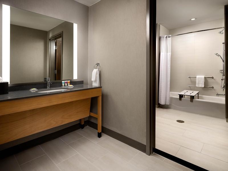 Amarillo Hyatt Place ADA tub 583A.JPG