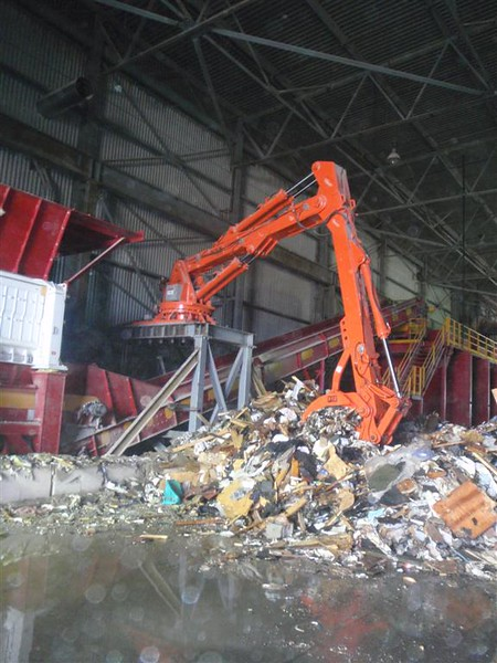 NPK B7500 pedestal boom system-material handling system with grapple for C&D recycling (15).JPG