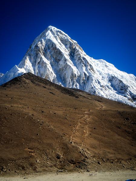 Kala Patthar (5643m) seems like nothing next to Pumori (7161m)