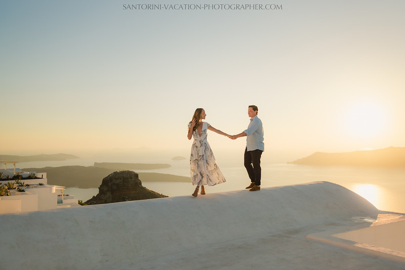 santorini-sunset-photo-session-couples-shoot--6.jpg