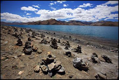 Yamdrok Yumtso and Karuola Glacier