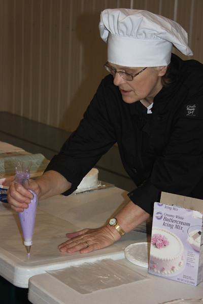Mid-Week Adventures - Cake Decorating -  6-8-2011 088.JPG