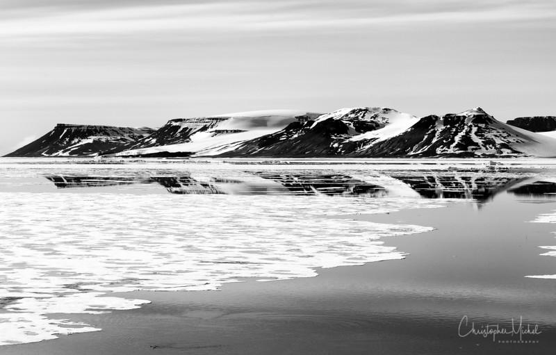 Mountain Range on Franz Josef Land.jpg