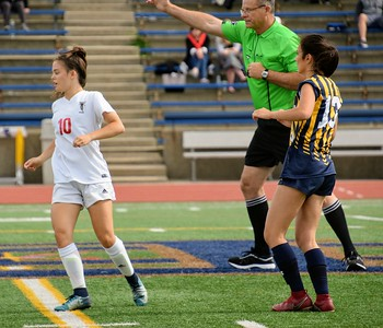 HS Sports - Trenton  vs Divine Child Girls Soccer District Semi