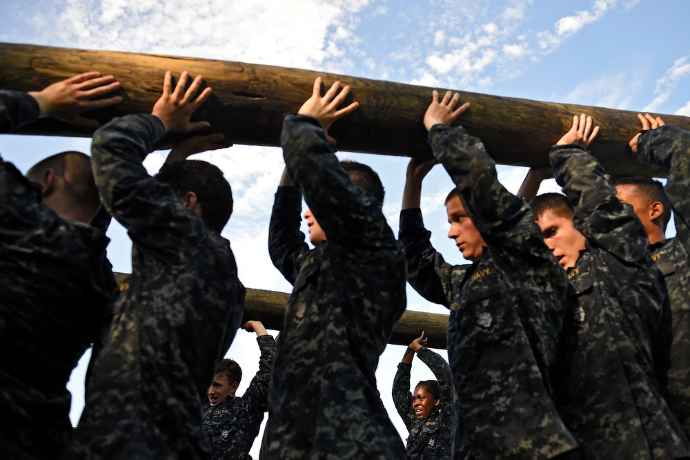 . Members of the United States Naval Academy freshman class lift logs during the annual Sea Trials training exercise at the U.S. Naval Academy on May 13, 2014 in Annapolis, Maryland. (Photo by Patrick Smith/Getty Images)