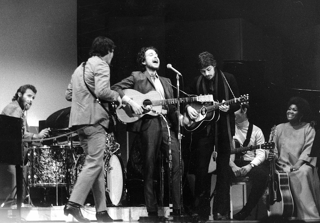 . Folk singer Bob Dylan, center, performs with drummer Levon Helm, left, Rick Danko, second left, and Robbie Robertson of The Band at Carnegie Hall in New York City on Jan. 20, 1968.  The concert is part of a benefit tribute to the late folk singer-songwriter Woody Guthrie.  This is Dylan\'s first public appearance after his motorcycle accident in Aug. 1966.  (AP Photo)