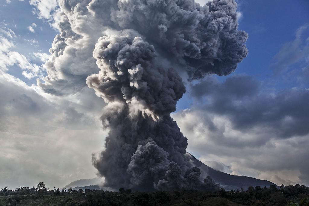 . Mount Sinabung spews pyroclastic smoke, seen from Tiga Pancur village on October 13, 2014 in Berastagi, Karo district, North Sumatra, Indonesia.   (Photo by Ulet Ifansasti/Getty Images)