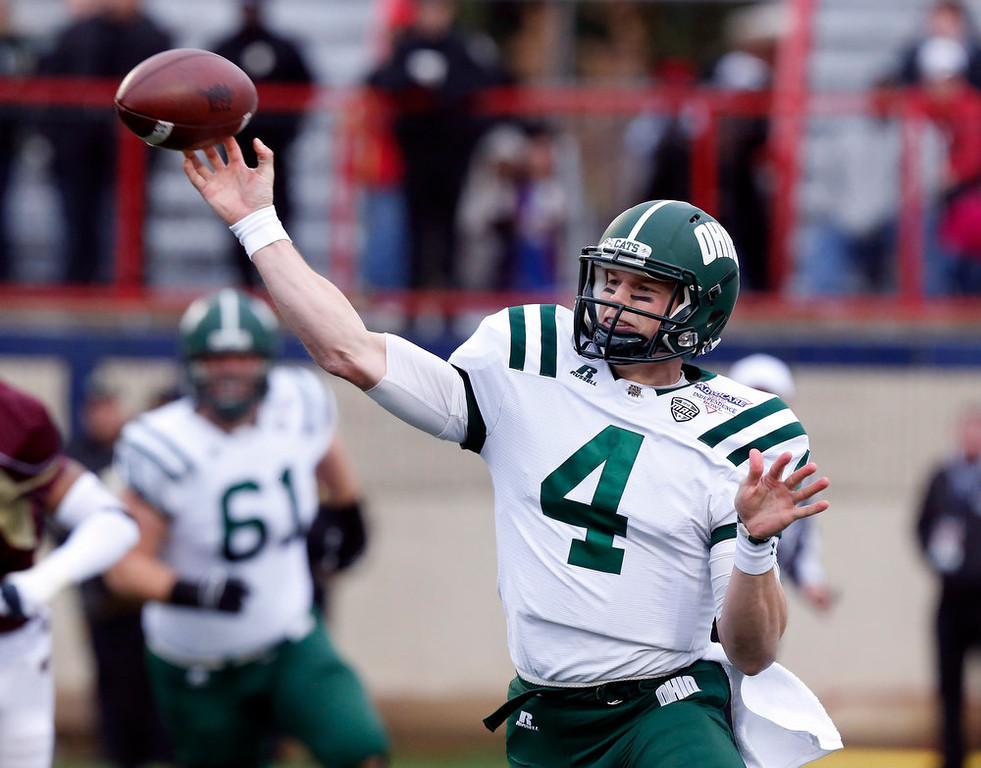 . Ohio quarterback Tyler Tettleton (4) throws a short pass against Louisiana-Monroe during the first quarter of the Independence Bowl NCAA college football game in Shreveport, La., Friday, Dec. 28, 2012. (AP Photo/Rogelio V. Solis)