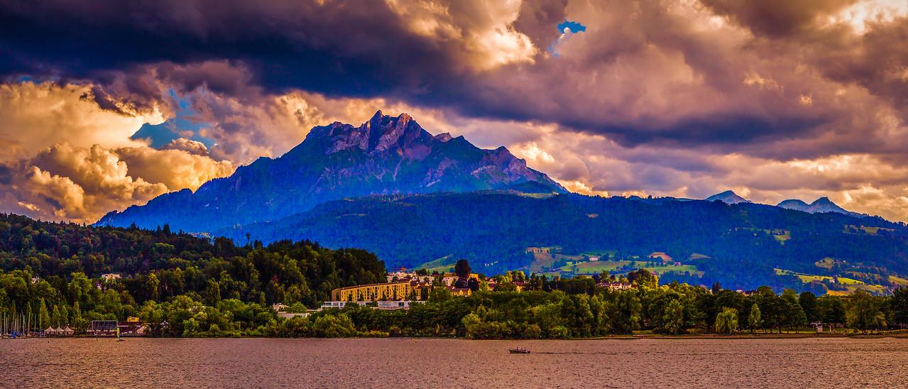 瑞士卢塞恩(Lucerne),湖边山景