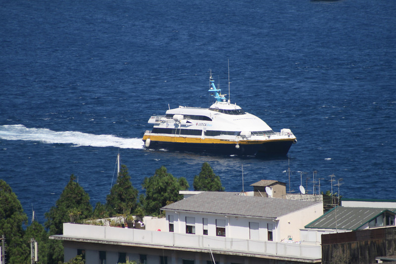 HSC FERDINANDO M arriving to Messina.