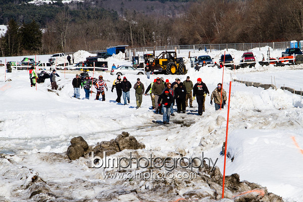 SNOWMOBILE OBSTACLE COURSE - SNOWBOG 2014