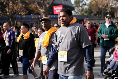 LAKERS STAR KOBE BRYANT JOINS OVER 7,500 PEOPLE TO FIGHT HOMELESSNESS IN L.A. COUNTY IN 5TH ANNUAL UNITED WAY HOMEWALK--NOVEMBER 19, 2011 AT EXPOSITION PARK
