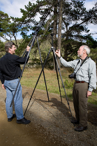 "Peter and Bruce ""measure"" the lightness of their tripods. Bruce uses a carbon fiber Gitzo levelling tripod that weighs next to nothing."