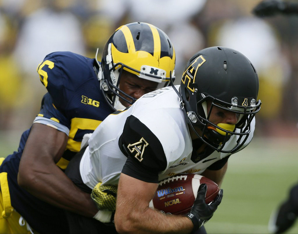 ". 10. (tie) APPALACHIAN STATE MOUNTAINEERS <p>Learn Michigan�s much tougher to beat when Wolverines aren�t stoned. (unranked) </p><p><b><a href=""http://www.chatsports.com/michigan-wolverines/a/Former-Michigan-player-Nearly-half-the-team-was-stoned-during-Appalachian-State-loss-10-2-3043\"" target=\""_blank\""> LINK </a></b> </p><p>   (Julian H. Gonzales/Detroit Free Press/MCT)</p>"