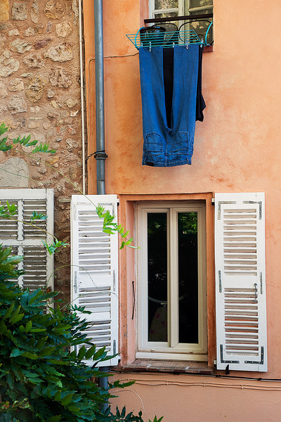 Laundry Day in Mougins