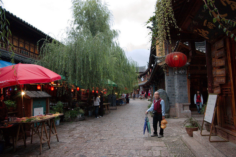 20080926_1801 LiJiang old town. Nanmen Street, north of NanMen (South Gate).