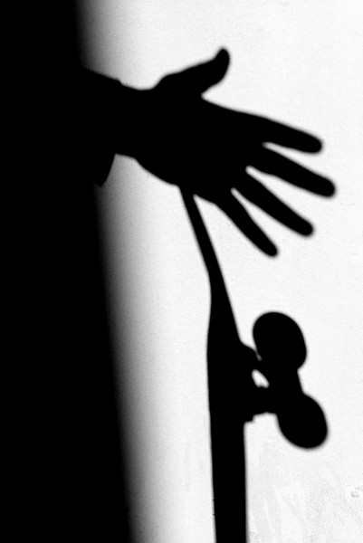 HAND_HOLDING_SKATEBOARD_SHADOW_BARCELONA.jpg