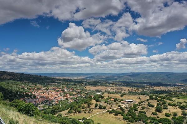 Drone - Foresta Burgos e castello - Asinelli bianchi - 17.06.2020