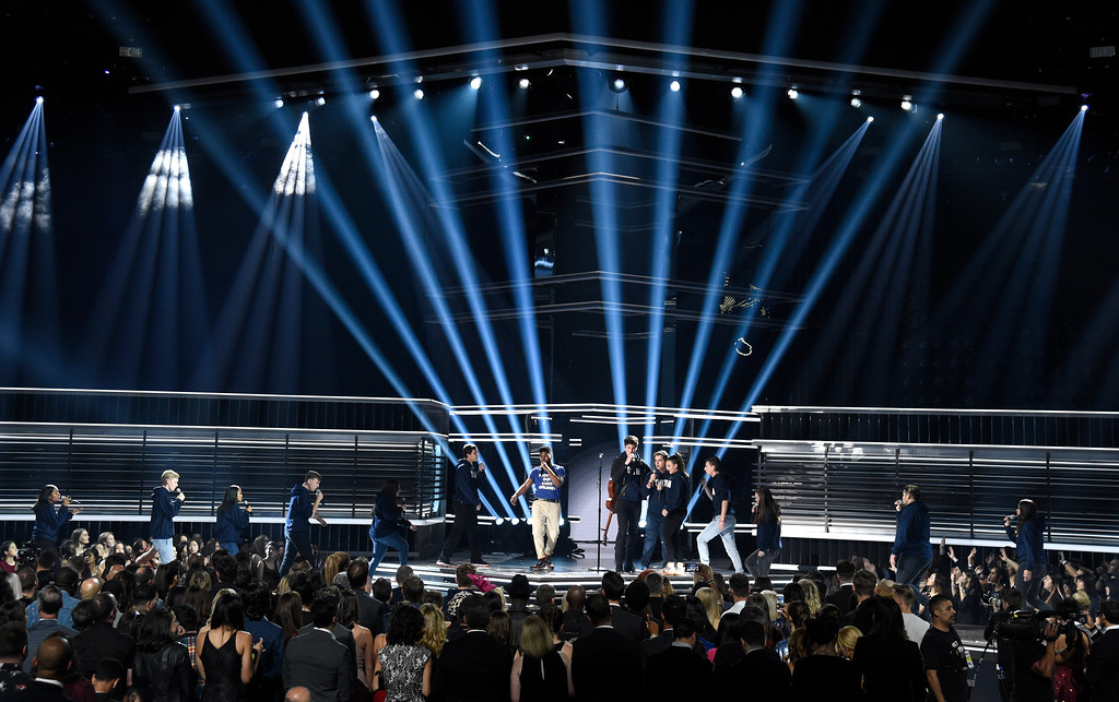 """. Khalid, center left, and Shawn Mendes, center right, perform \""""Youth\"""" with the Stoneman Douglas choir, of the Marjory Stoneman Douglas High School, at the Billboard Music Awards at the MGM Grand Garden Arena on Sunday, May 20, 2018, in Las Vegas. (Photo by Chris Pizzello/Invision/AP)"""