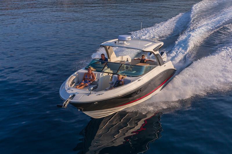 2020-SLX-R-350-Outboard-Lifestyle-5.jpg