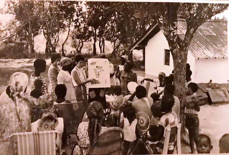 Aula de Puericultura - bairro Maboy