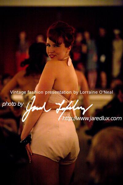 vintage_fashion_show_09_f4417032.jpg