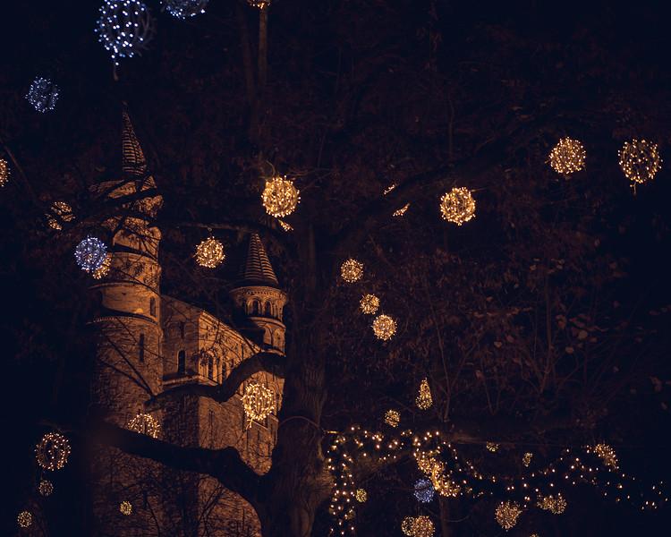 kerk en lampjes.jpg