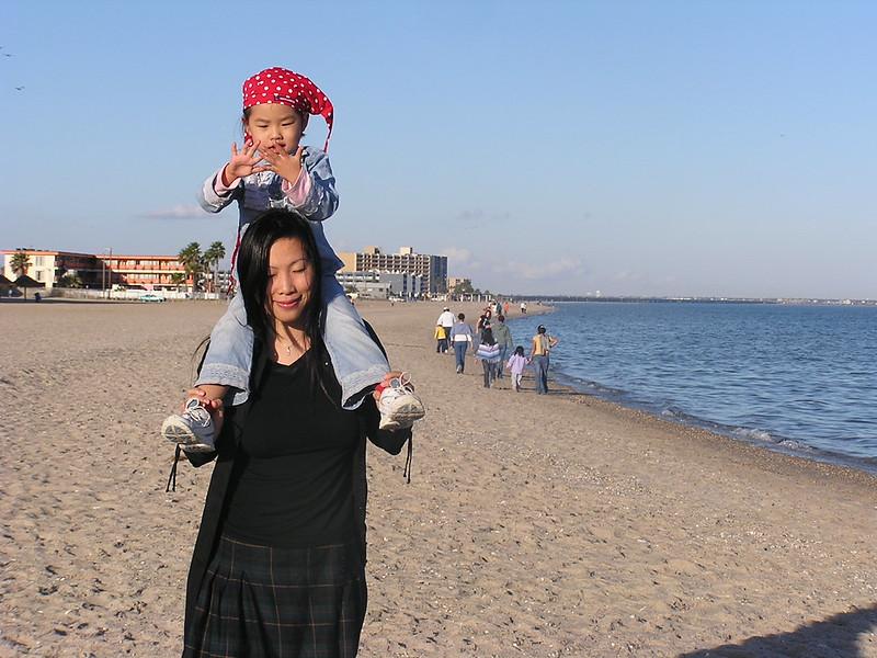 2003-12-mom&Esther.jpeg