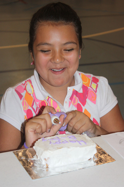 Mid-Week Adventures - Cake Decorating -  6-8-2011 124.JPG