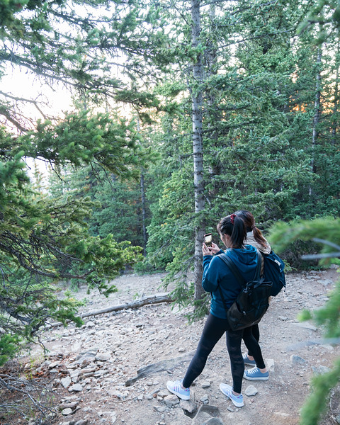 Air Bnb Experience   Caroline and Crystal   Hiking in the Rockies