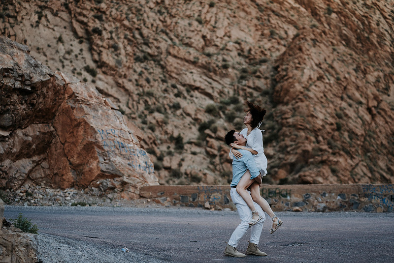 Tu-Nguyen-Destination-Wedding-Photographer-Morocco-Videographer-Sahara-Elopement-208.jpg