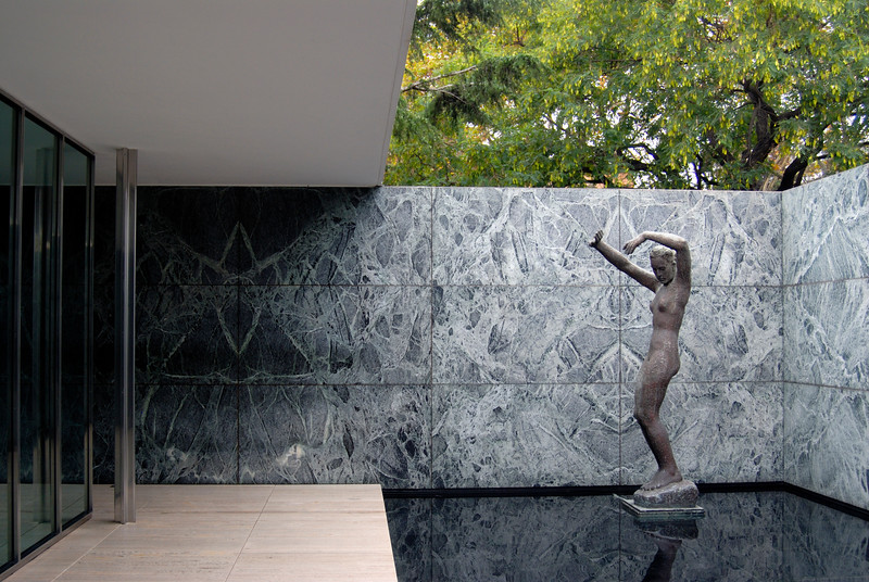 Statue in Van der Rohe Pavilion, Barcelona
