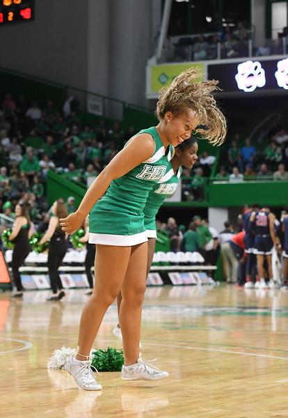 cheerleaders7498.jpg