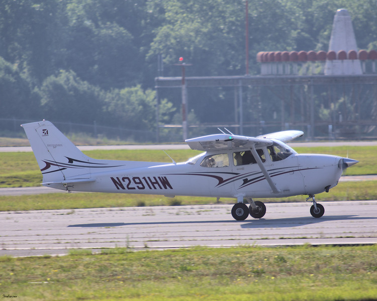 Cessna 172S c/n 172S11239 N291HW of Lanier Equipment Leasing Llc Taking off for local flying. KPDK, Dekalb GA, 05/28/2021, This work is licensed under a Creative Commons Attribution- NonCommercial 4.0 International License.