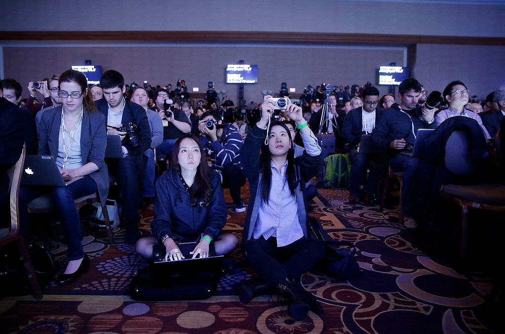 . Members of the media attend a Samsung Electronics news conference at the International Consumer Electronics Show, Monday, Jan. 6, 2014, in Las Vegas. (AP Photo/Isaac Brekken)