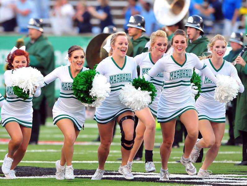 cheerleaders1099.jpg
