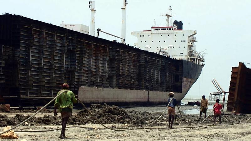 Jafrabad_Chittagong_shipbreaking_(8).jpg