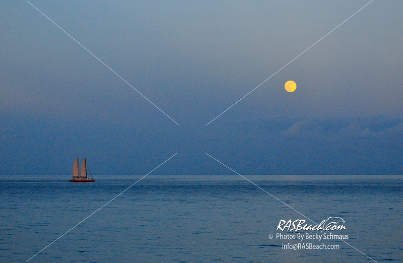 2012-08_Beach_Moon_012.jpg
