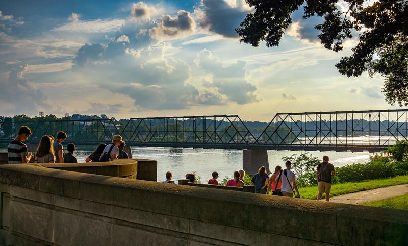 harrisburg photowalk - jim leading group into riverfront park (p).jpg
