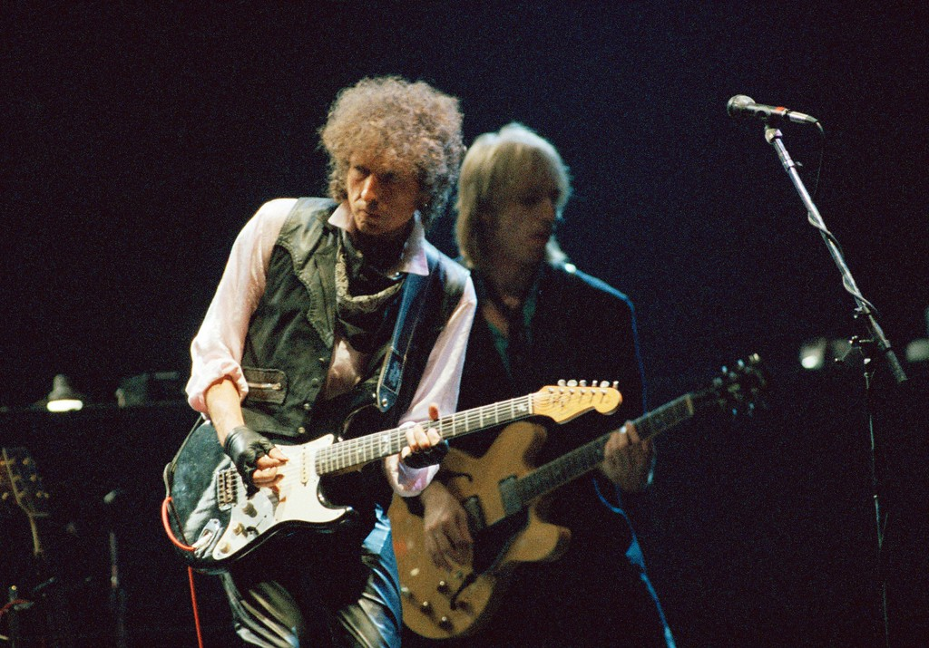 ". Bob Dylan and Tom Petty, right, opened their ""True Confessions Tour"" in the San Diego Sports Arena, June 10 1986 to a crowd of about 13,000. (AP Photo/Howard Lipin)"