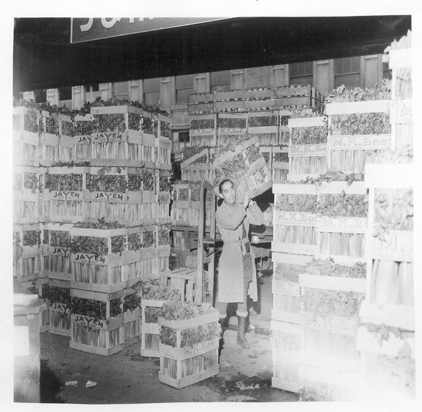 JapaneseAmericanWorker-CelerySectionCentralProduceMarket-1942-04-11.jpg