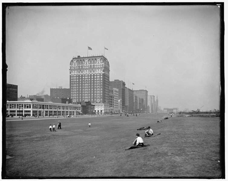 Title: [Grant Park, Chicago, Ill.] Related Names:    Detroit Publishing Co. , publisher Date Created/Published: [between 1900 and 1920]   http://www.loc.gov/pictures/item/det1994022038/PP/