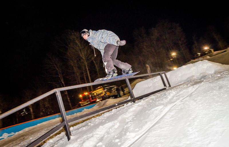 Nighttime-Rail-Jam_Snow-Trails-162.jpg