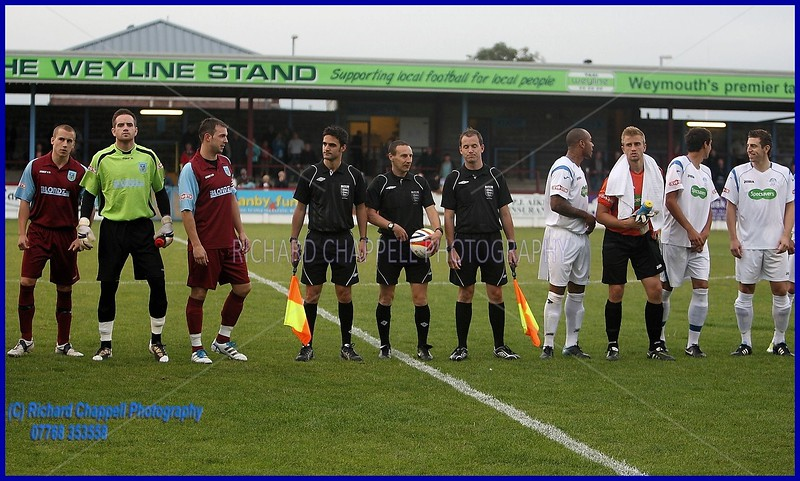 CHIPPENHAM TOWN V WEYMOUTH FC MATCH PICTURES