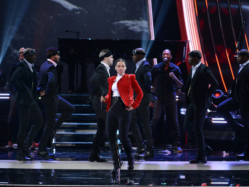 . Singer Alicia Keys performs onstage at the 39th Annual People\'s Choice Awards  at Nokia Theatre L.A. Live on January 9, 2013 in Los Angeles, California.  (Photo by Kevin Winter/Getty Images for PCA)