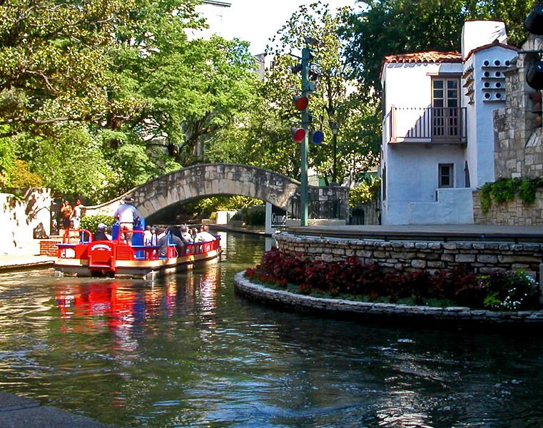 La Villita boat.jpg