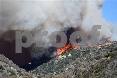 monstrous-california-wildfire-drives-over-80000-from-homes