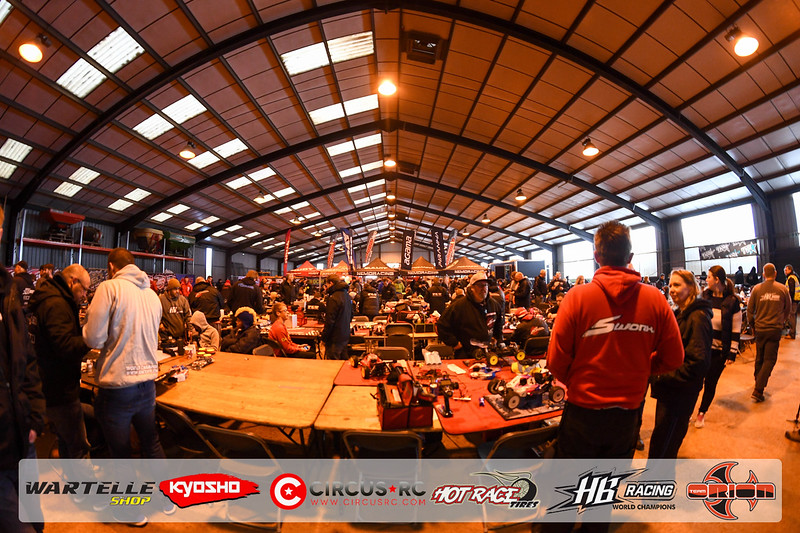 neo race track pits32.jpg
